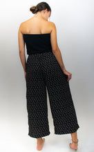 Load image into Gallery viewer, This photo clearly shows the back of the model's outfit and shows how flowy and wide-leg the pants really are