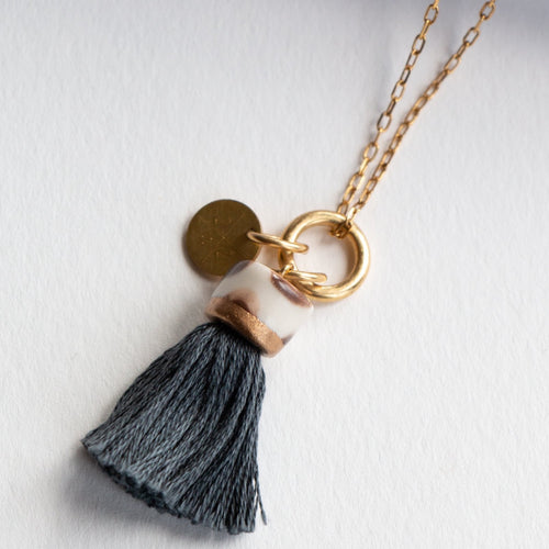 MINI TASSEL NECKLACE SLATE