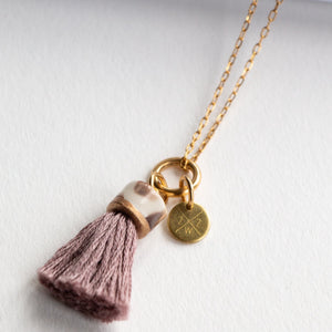MINI TASSEL NECKLACE ROSE