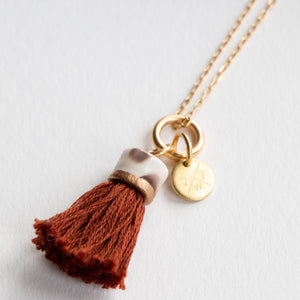 MINI TASSEL NECKLACE UMBER