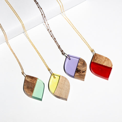 LEAF RESIN + WOOD NECKLACE
