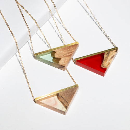 GROUP SHOT TRIANGLE RESIN + WOOD NECKLACE