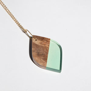 LEAF RESIN + WOOD NECKLACE A