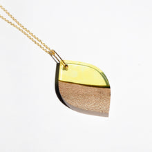 Load image into Gallery viewer, LEAF RESIN + WOOD NECKLACE B