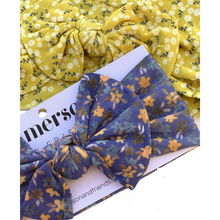 Load image into Gallery viewer, CLOSE UP OF FLORAL BOW HEADBANDS