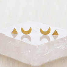 Load image into Gallery viewer, MYSTIC STUD EARRING SET GOLD CLOSE UP