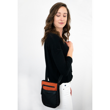 Load image into Gallery viewer, WOMEN WEARING PRIMA BAG IN COPPER