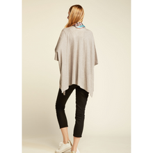Load image into Gallery viewer, WOMAN WEARING MERINO KIMONO IN LIGHT GREY