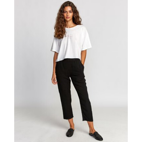 WOMAN WEARING MANILA ELASTIC PANT