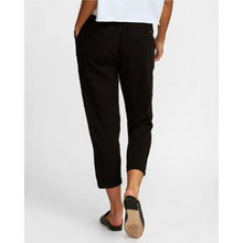 Load image into Gallery viewer, WOMAN WEARING MANILA ELASTIC PANT