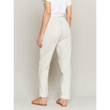 Load image into Gallery viewer, WOMAN WEARING BROOKLYN PANTS IN LINEN