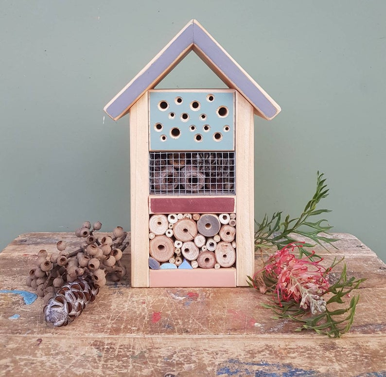 Solitary Bee Home Medium Cottage