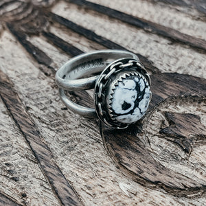 White buffalo and chain ring- size 6
