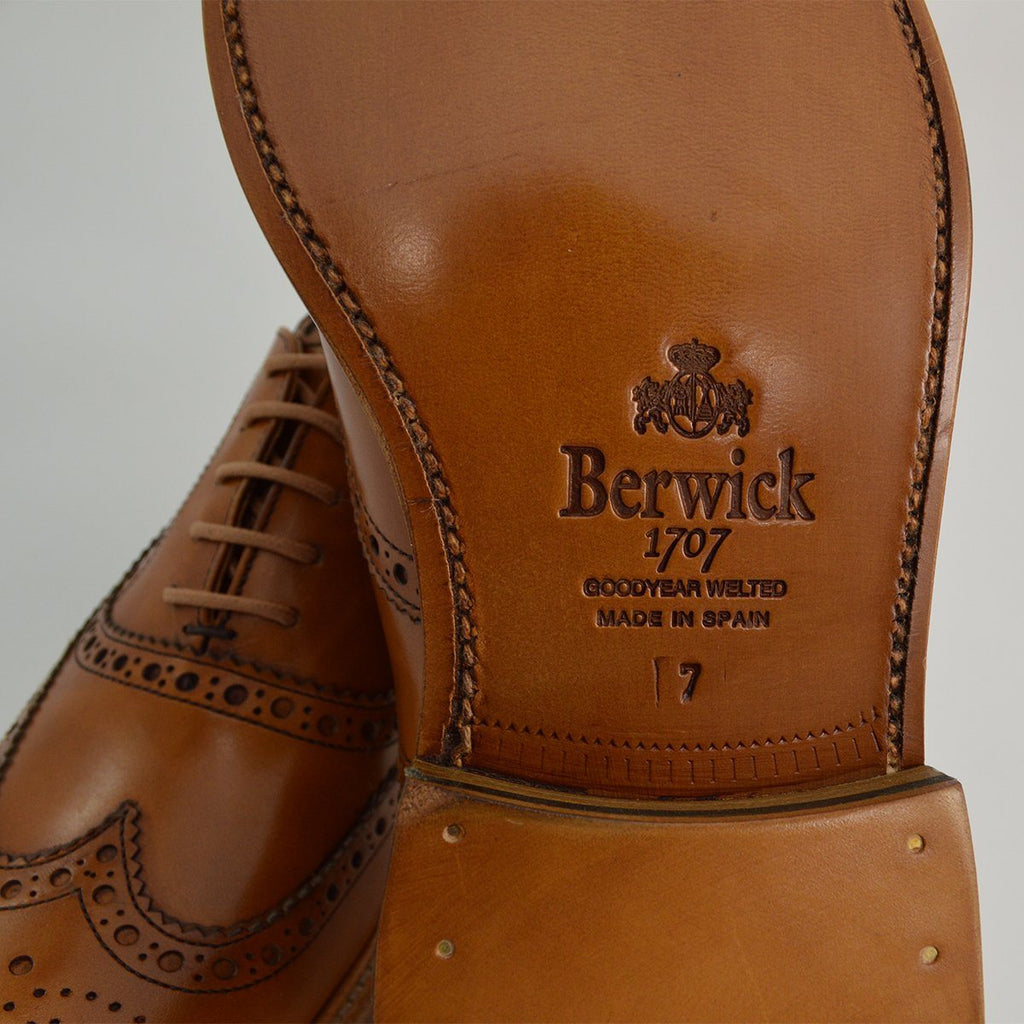 Berwick 1707 Brogue - Tan Calf