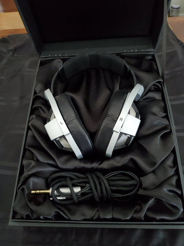 Sennheiser HD 800 with DEKONI PADS~ EXCEPTIONAL CONDITION ~ original box and cable ~ $20 flat rate shipping Continental US AudioCranium