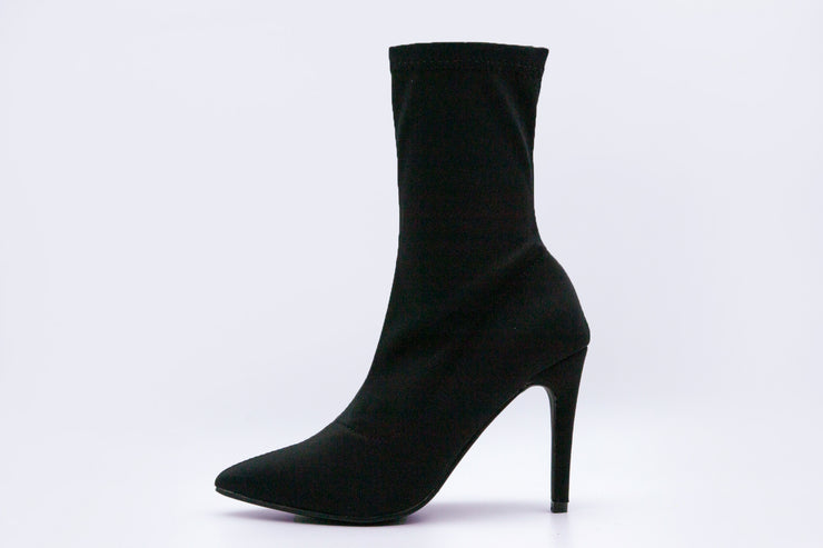 Black Solid Point Toe Ankle Boots - Berness