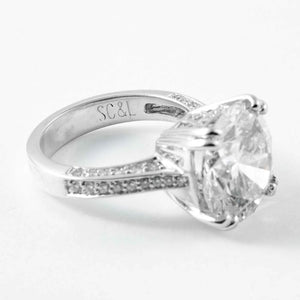RBC Diamond 8.30 ct solitaire engagement ring with diamond mounting - Boston