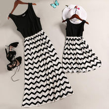 Load image into Gallery viewer, Mom Girl Black Wave Prints Matching Dress