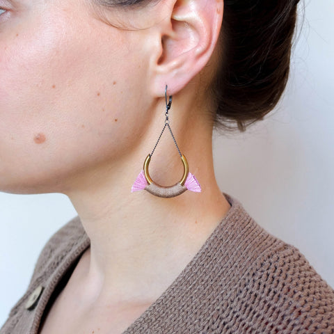 small crest earrings BOET blush