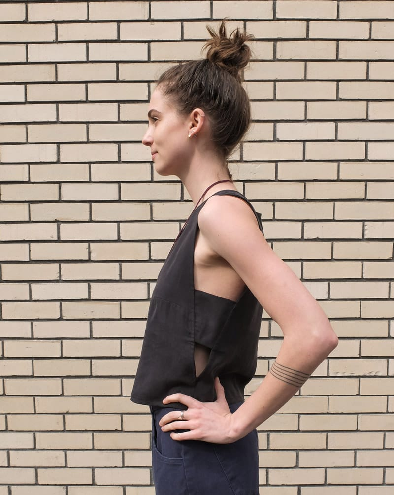 Eve Gravel Firefly top in Black side view