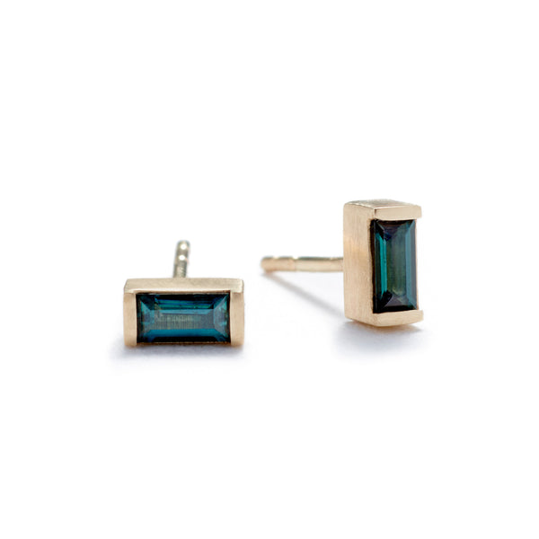 Bellus stud earrings