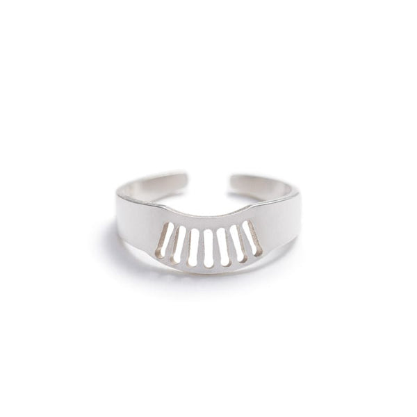 Zaca adjustable fan ring in sterling silver front view