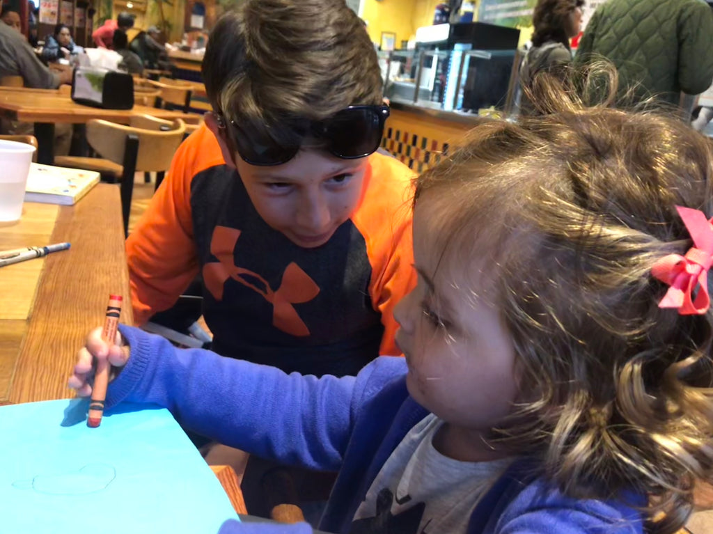 The ingenious trick to keep your kids entertained at restaurants without giving them your phone/ipad