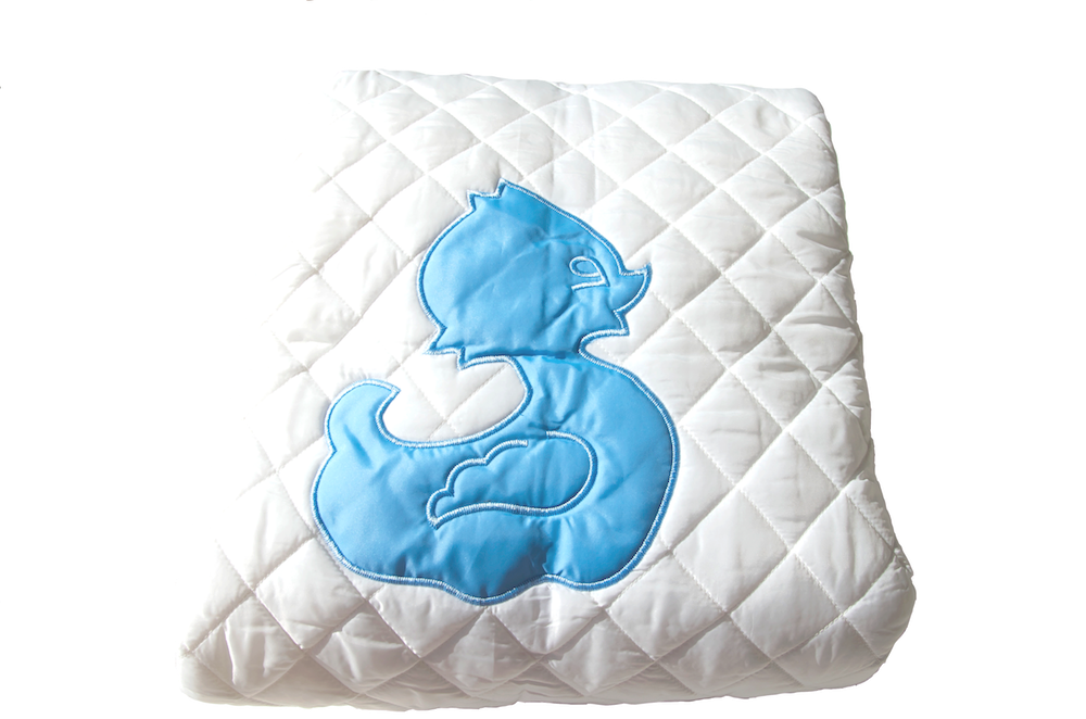 Diamond quilted blanket duck