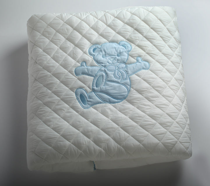 Diamond quilted blanket bear