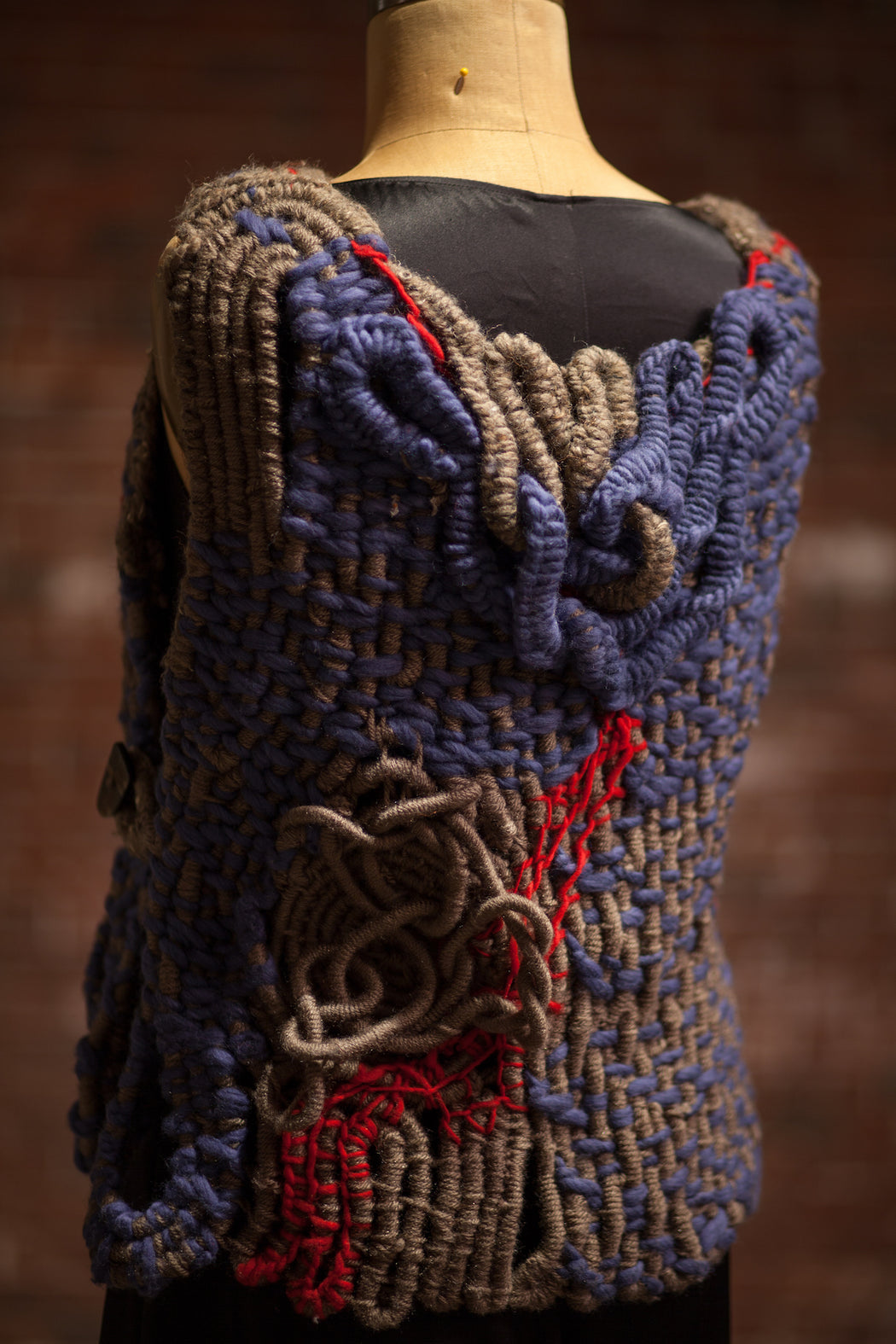 Artisanal Collection Foundgoro Vest back