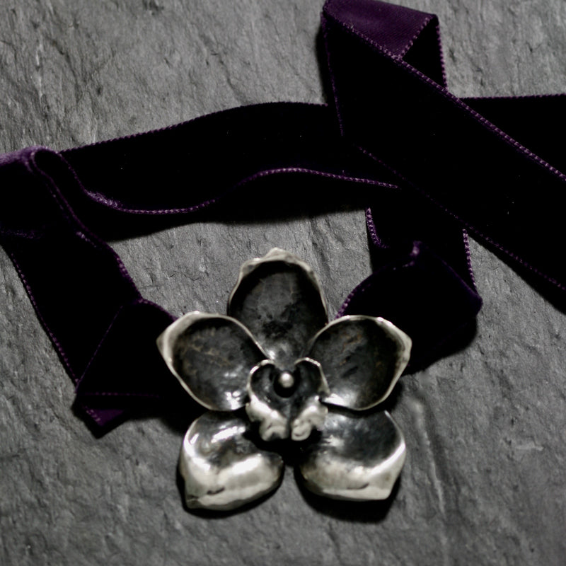 Large Orchid Choker
