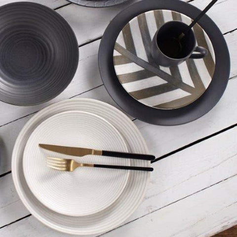 Image of Kimono Black And Gold Flatware Set Service for 4