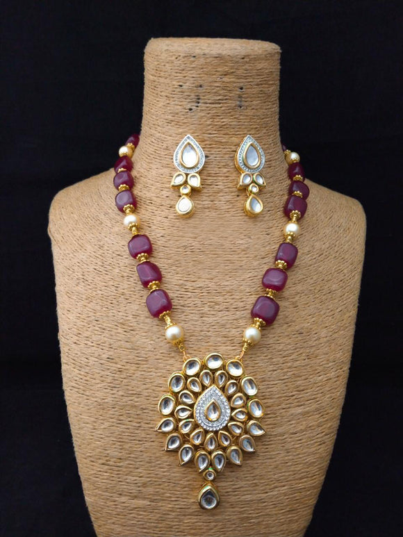 Styling Engraved Kundan Necklace Set