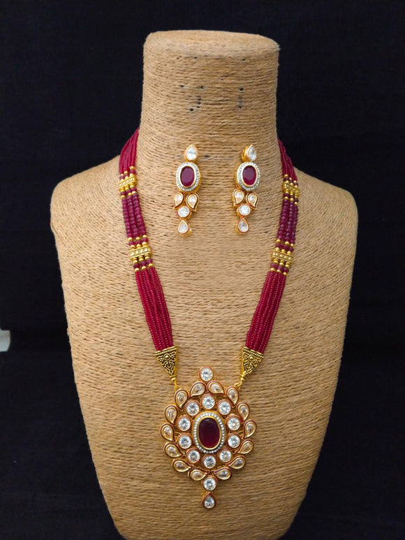 Faceting Beautiful Kundan Necklace Set