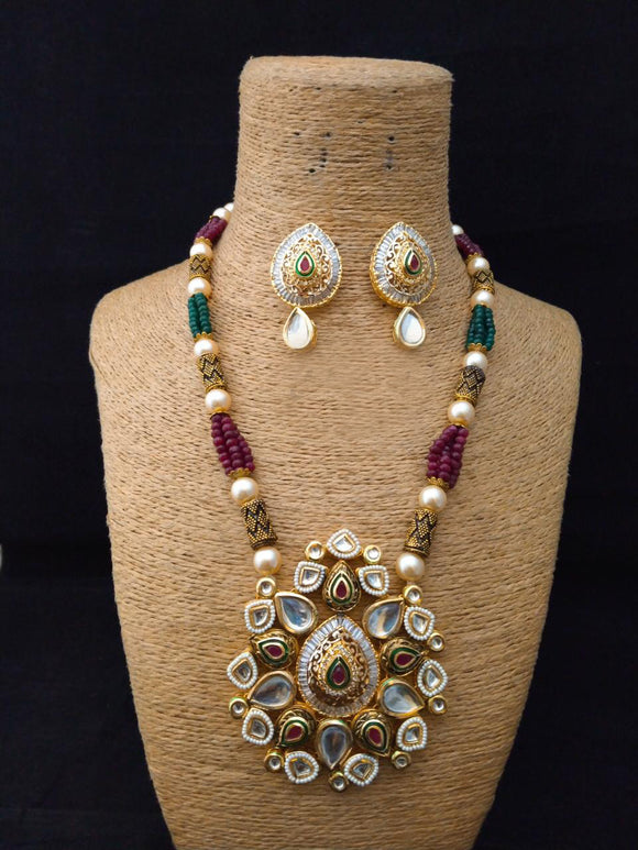 Closure Graceful Kundan Necklace Set