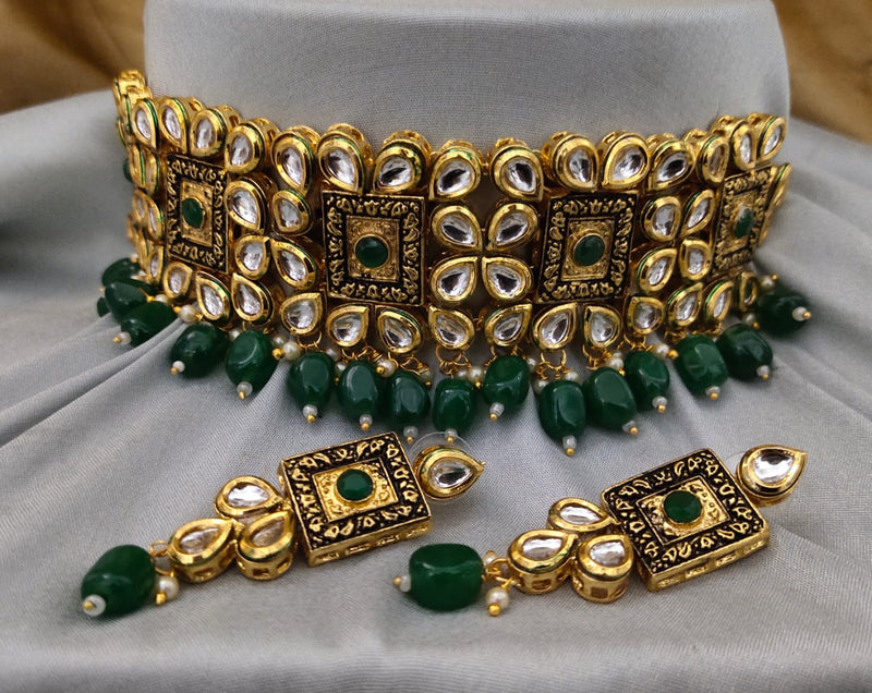Finely Detailed Brunswick Green Gemstone & Kundan Choker Necklace Set