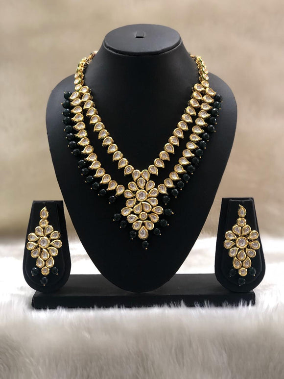Enchriching Green Kundan Necklace Set