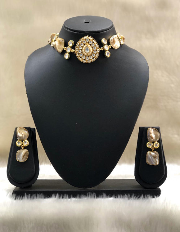 Shimmering Choker Kundan Necklace Set