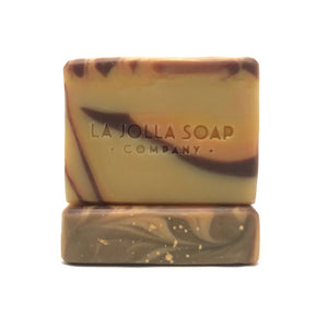 This is a plant-based blend of moisture rich oils together with raw organic shea butter.  Real organic pumpkin and virgin pumpkin seed oil is added for an extra skin loving boost - rich in vitamin E, zinc, omega 3, fatty acids and loaded with antioxidants. The beautiful color is natural from the pumpkin puree, organic cocoa powder and mineral clay.  The scent of Tonka Bean is a perfect unisex choice... A little sultry, delicately sweet, rich and creamy... Natural perfection.