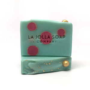 "This beautiful Artisan Soap will take you back to a time when wearing hats and heels with your bathing suit was the norm and men wore suits for an evening out.  Shower yourself with moisture rich and nutrient dense oils and butters while the scent sweeps you away to ""Esmeralda, The Jewel by the Sea""."