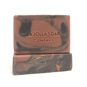 This Artisan Soap is made with real organic Goat milk-high in vitamins, minerals and alpha hydroxy acids which helps to gently exfoliate dead skin cells while nourishing your skin. Enriched with cocoa butter for an extra moisturizing boost, Mineral rich Brazilian clay creates a beautiful swirl of color and lends to the silky lather. Suitable for dry or mature skin.