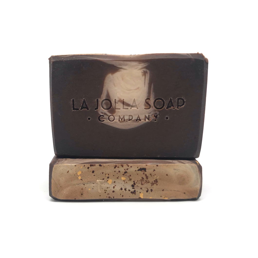 This Artisan Soap is made with real organic Goat milk-high in vitamins, minerals and alpha hydroxy acids which helps to gently exfoliate dead skin cells while nourishing your skin. Blended with organic cocoa and enriched with raw cocoa butter for an extra moisturizing boost. Suitable for dry or mature skin.