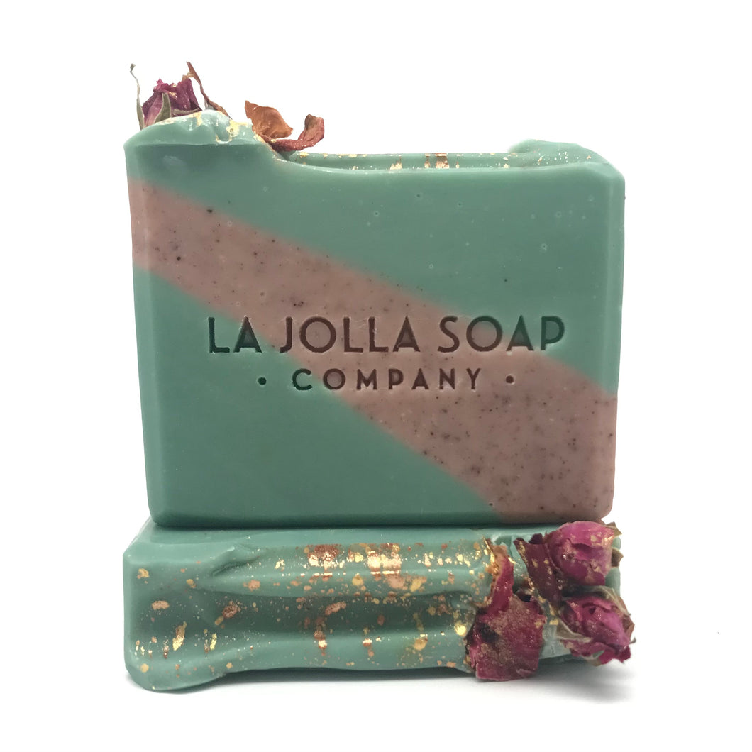 This natural soap is a winters dream, a trail of fresh cut roses surrounded by winter fir.  Nutrient dense oils and butters are blended with spirulina and Alkanet root.  Spirulina is rich in essential fatty acids and alkanet root is loaded with antioxidants and anti-inflammatory properties