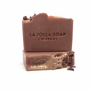 This Artisan Soap is made with real organic Goat milk-high in vitamins, minerals and alpha hydroxy acids which helps to gently exfoliate dead skin cells while nourishing your skin. Blended with mineral rich rose clay and enriched with cocoa butter for an extra moisturizing boost. The scent is dreamy and the lather is smooth and creamy