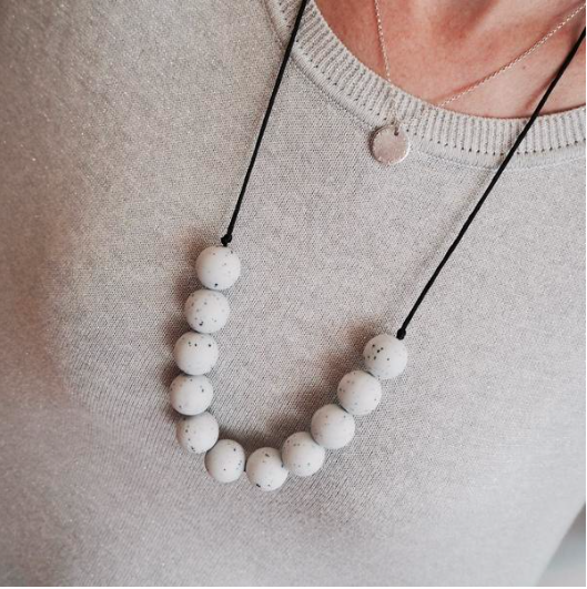 Glacier Granite Round Teething Necklace: Lara & Ollie