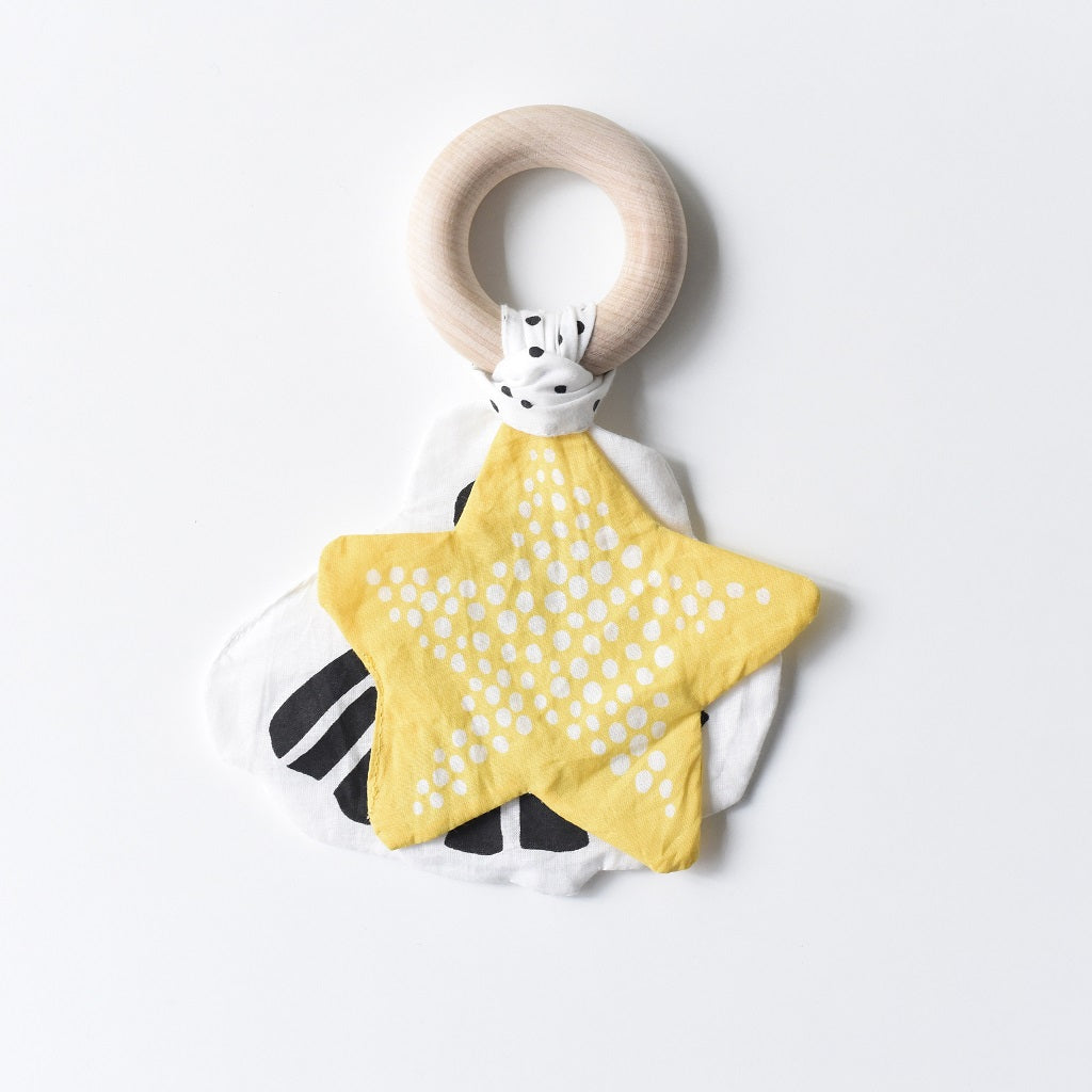 Starfish Crinkle Teether | Wee Gallery