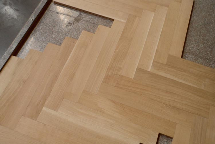 Parquet flooring made from quarter sawn wooden planks