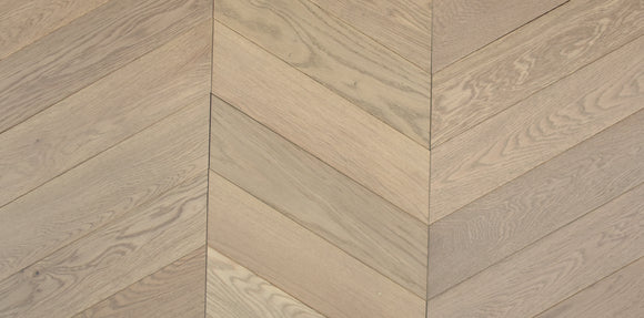 60-Degree Chevron Fawn Hard Wax Oiled Oak | TW-E973