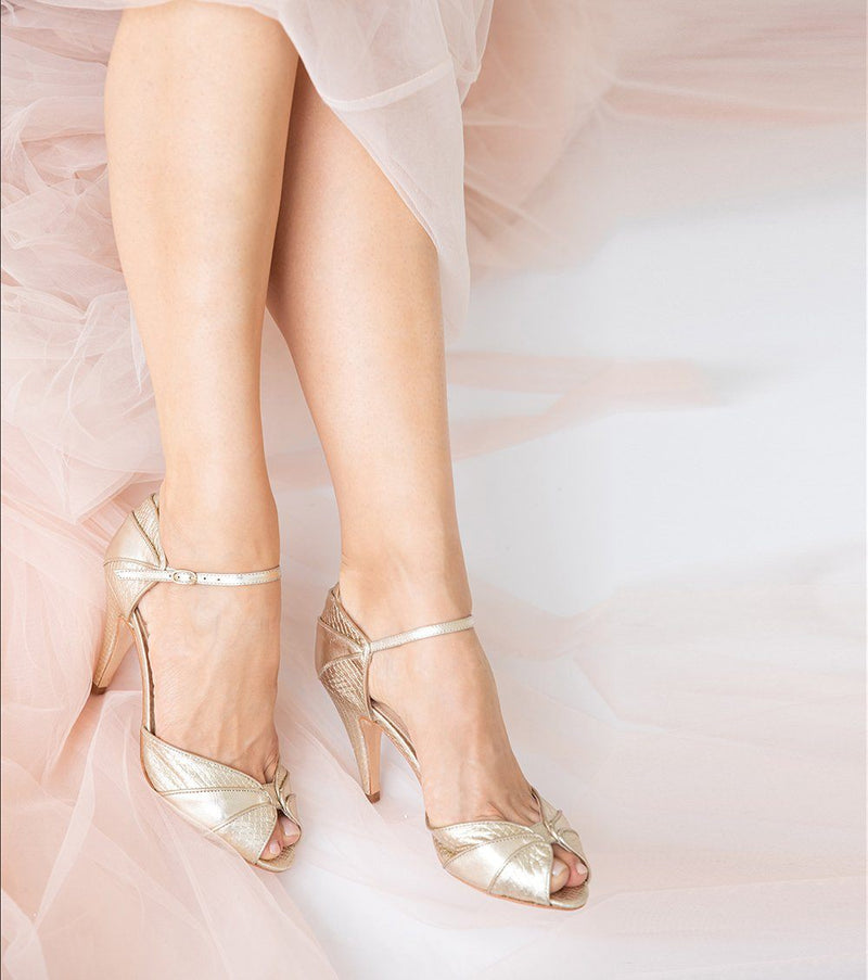 How to choose the right size wedding shoes