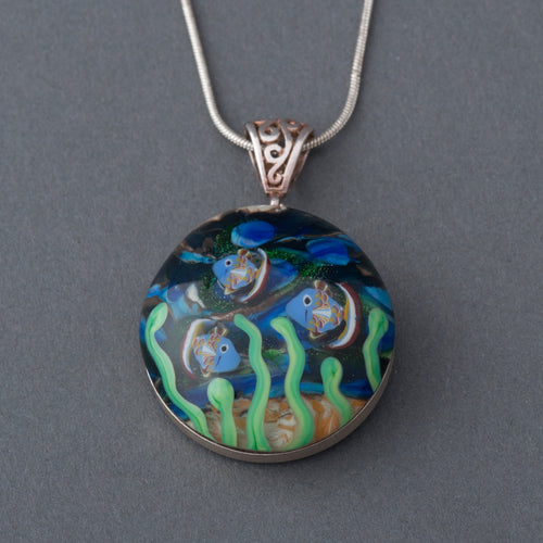This Artisan Ocean with Fish Lampwork Flamework Glass pendant necklace